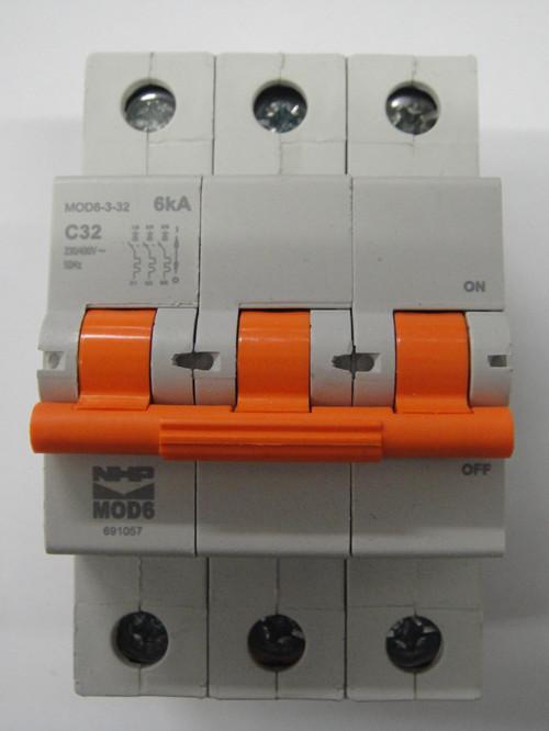 Nhp 3 pole circuit breaker 32amp 6ka mod6