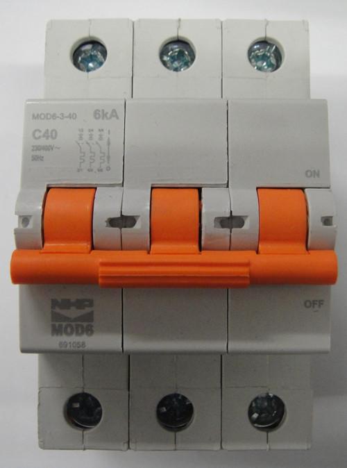 Nhp 3 pole circuit breaker 40amp 6ka mod6